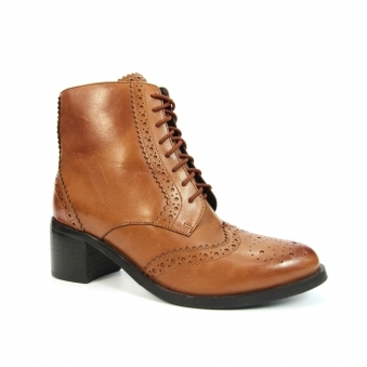 GLG022 Chaivdra Brogue Lace Up Boot